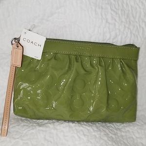 COACH LEAH GREEN LEATHER WRISTLET BAG NWT